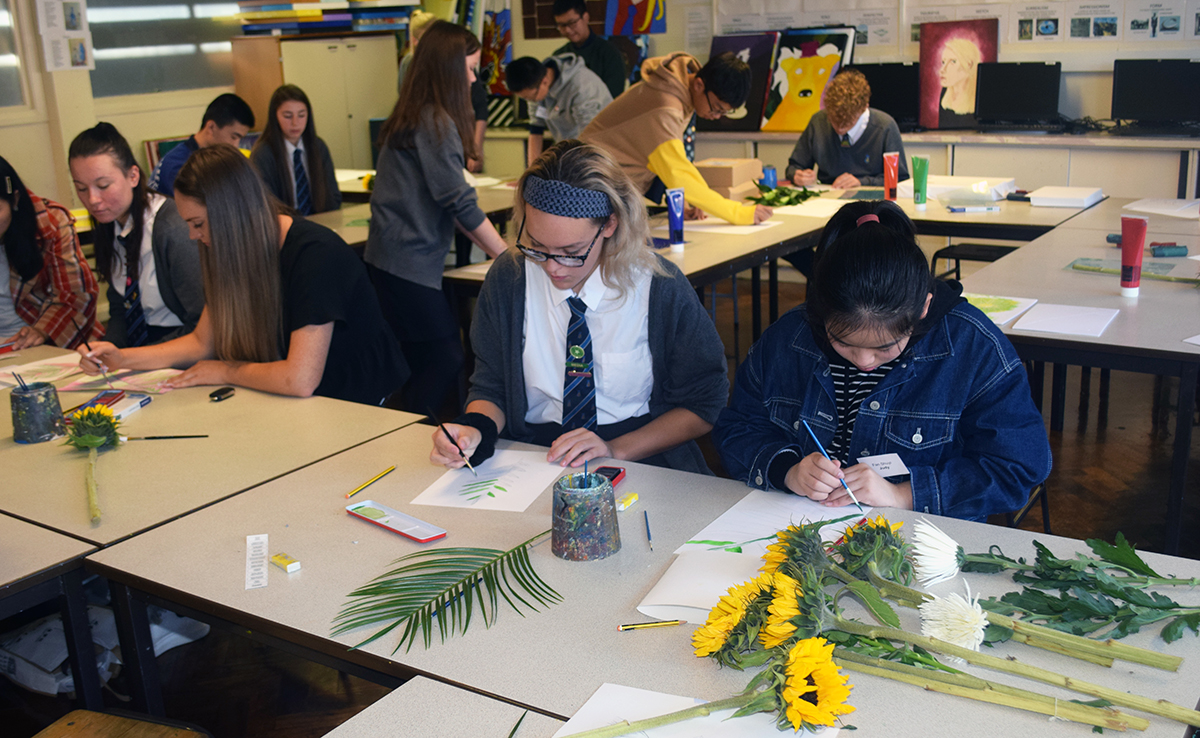 Year 10 lead an art workshop with our Chinese visitors